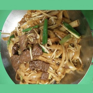 38a. Pan Fried Rice Noodle with Beef
